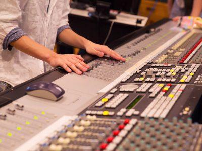 テレビ局のお仕事のひとつ、音響スタッフの概要と年収