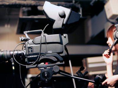 テレビ局のお仕事のひとつ、テレビカメラマンの概要と年収