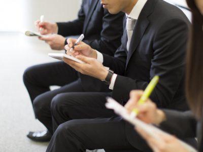 【新聞社のお仕事情報】新聞記者とデスクの概要と給料・年収