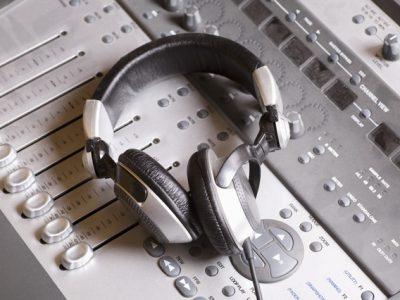 【自分でラジオ放送】ミニFM局を作ってみよう