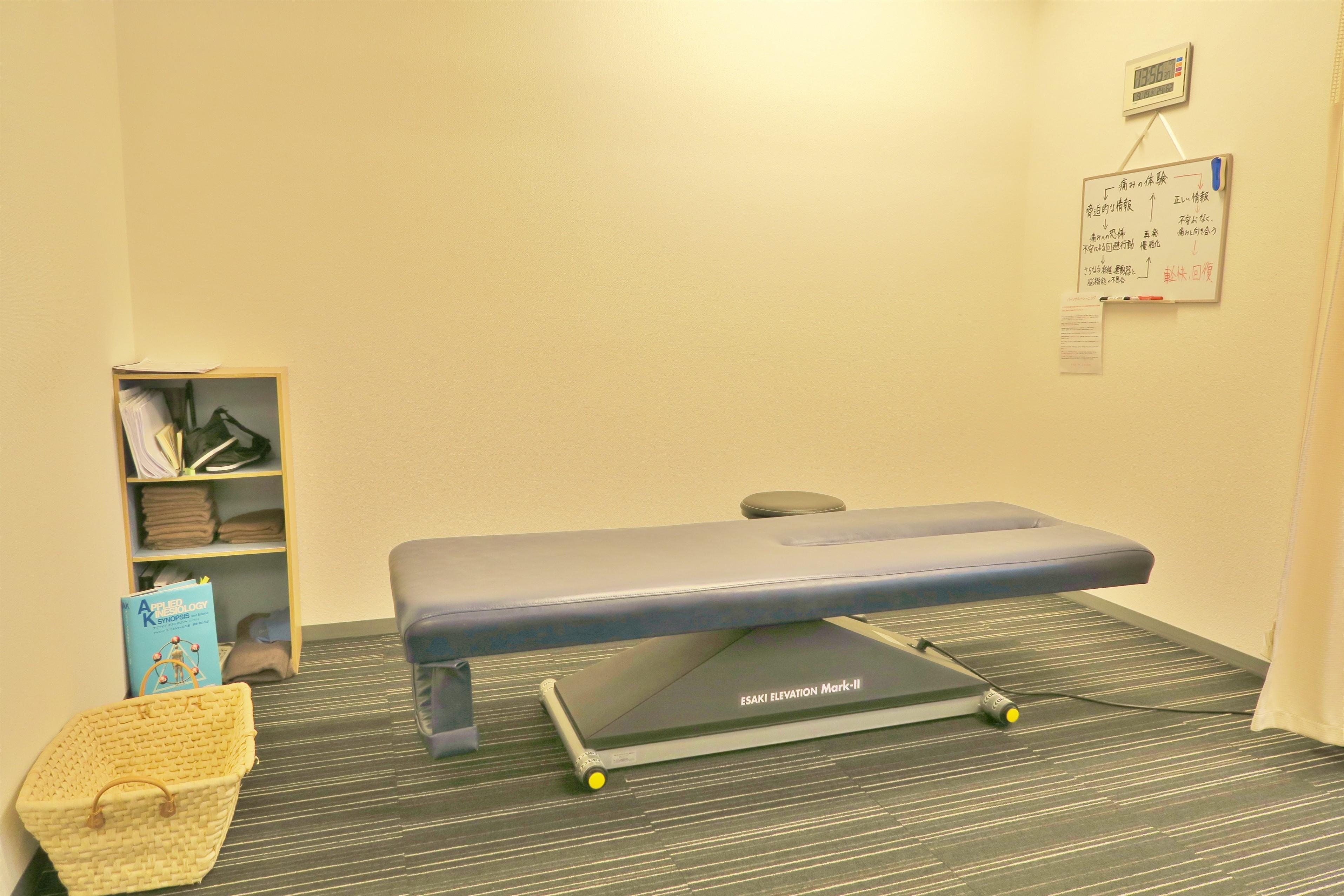 昇降機能付き施術ベッド