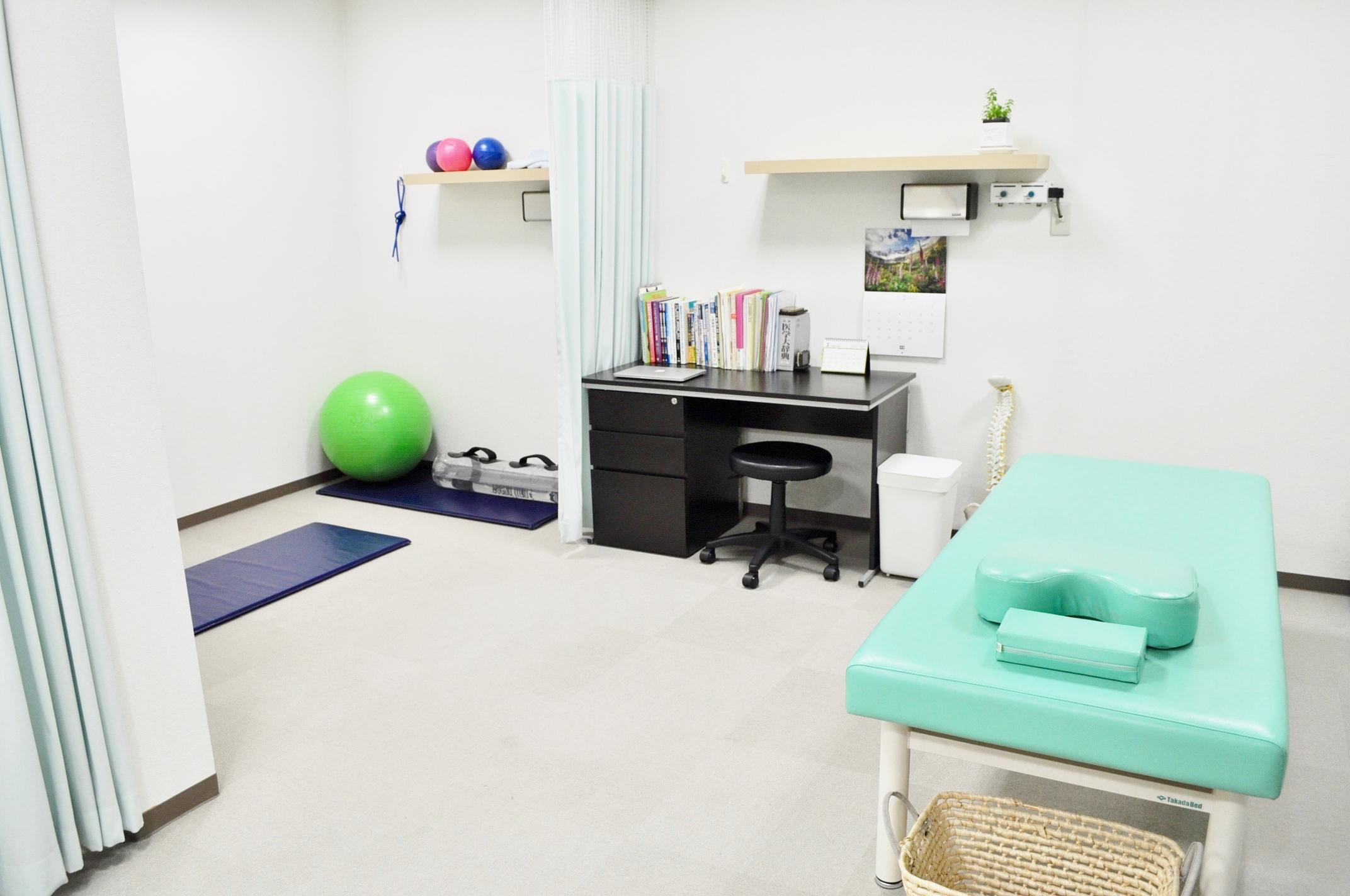 日常生活・仕事内容を丁寧にカウンセリングして、腰痛の原因を見極めて施術します!