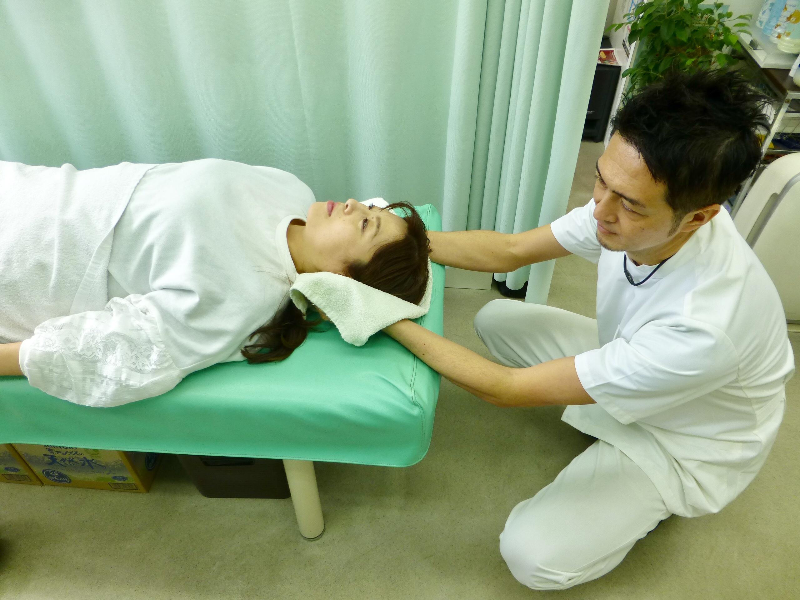 首の痛みの施術