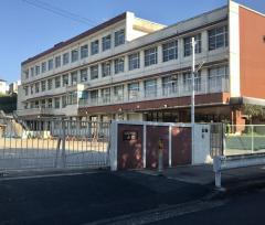西城小学校