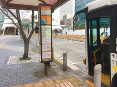 「田町駅東口」バス停留所