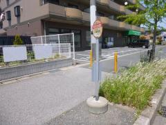 「新田自治会館前」バス停留所