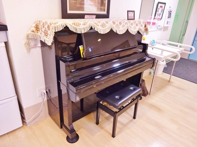 食堂ピアノ
