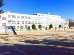 引山小学校