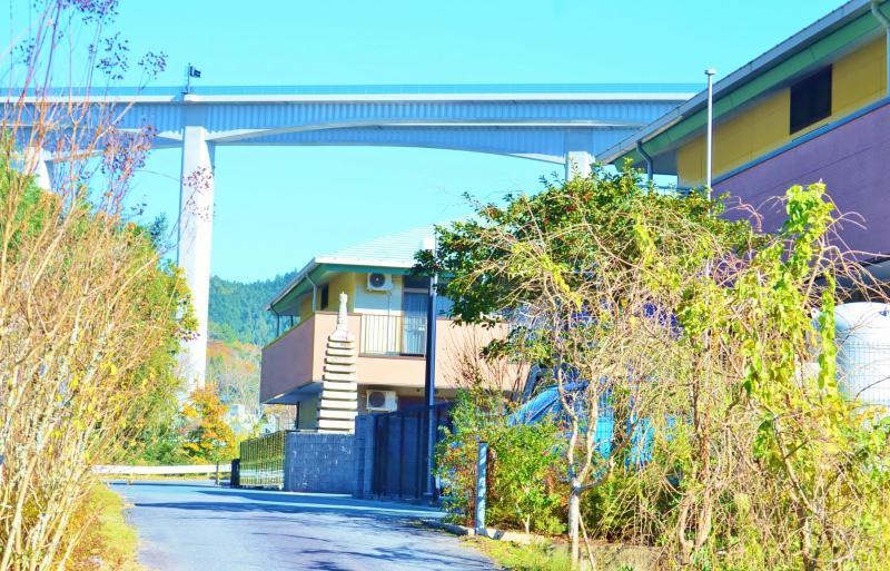 新東名高速道路とホーム