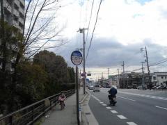 「ピッコロシアター」バス停留所
