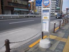「綾瀬警察署前」バス停留所