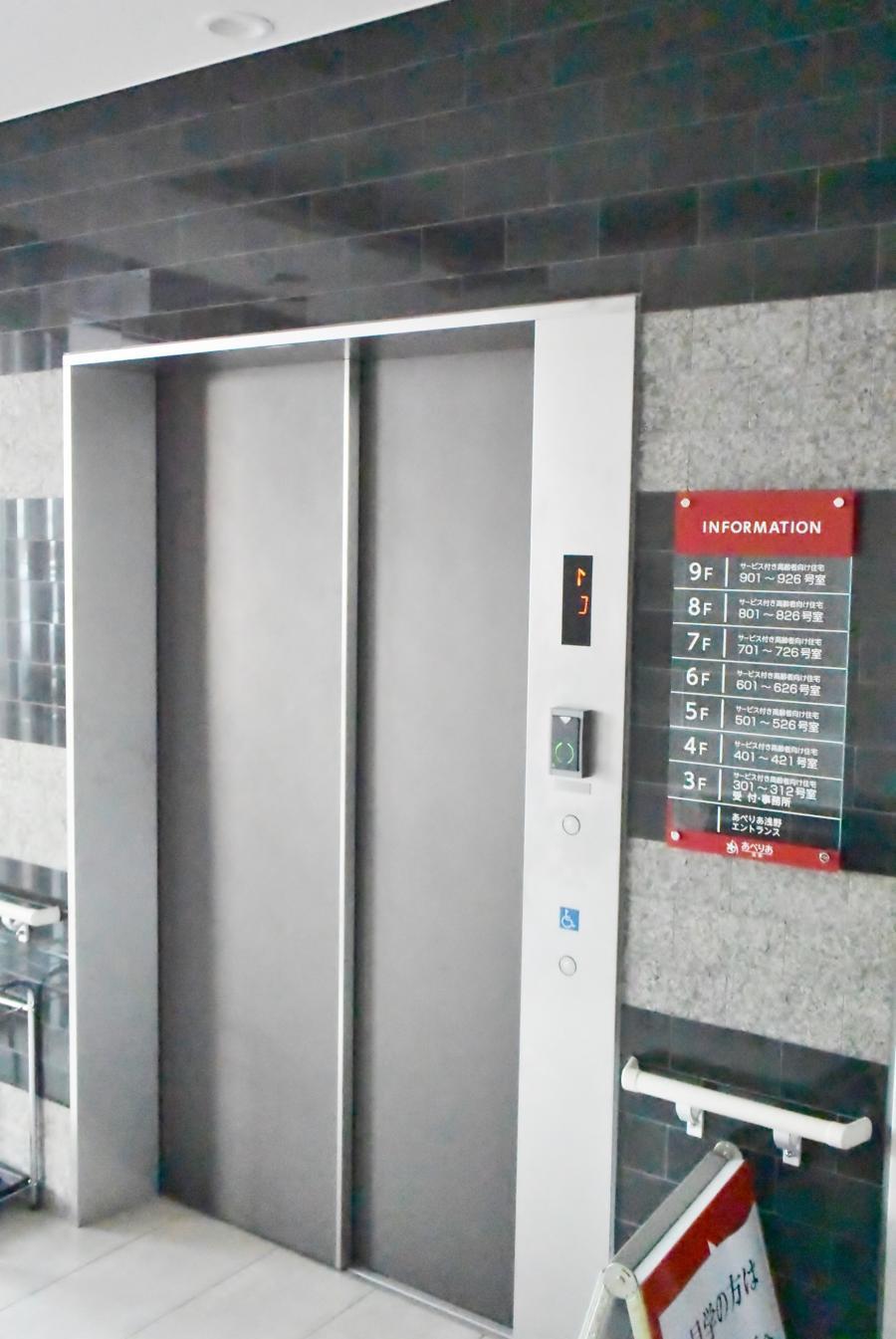 施設入口にあるエレベーター