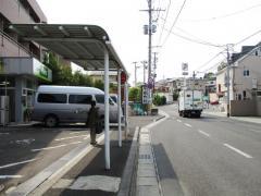 「荒巻小学校前」バス停留所