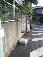 「明徳学園」バス停留所