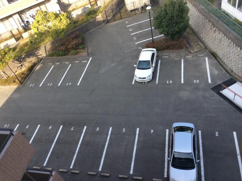 施設内の駐車場