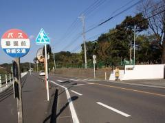 「墓園前」バス停留所