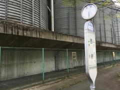「西側」バス停留所