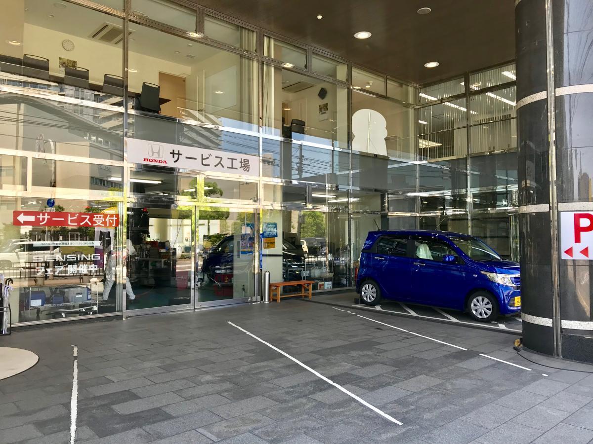 Honda Cars枚方枚方駅前店_施設外観