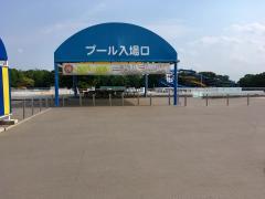 井頭公園一万人プール