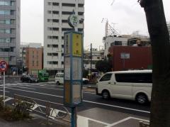 「慶応義塾大前」バス停留所